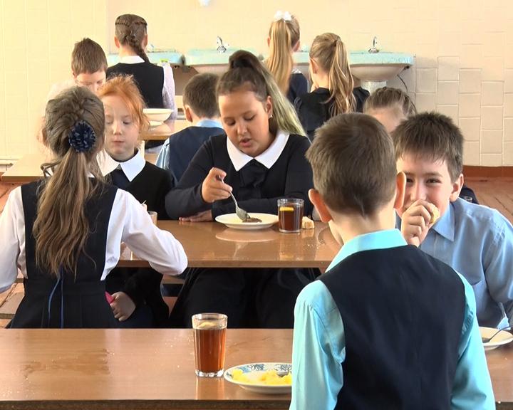 Что едят амурские школьники? В Благовещенске проверили организацию бесплатного питания