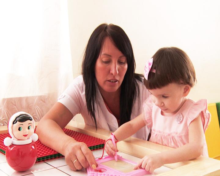«Счастье каждому»: 4-летняя Милана обрела любящую приёмную семью