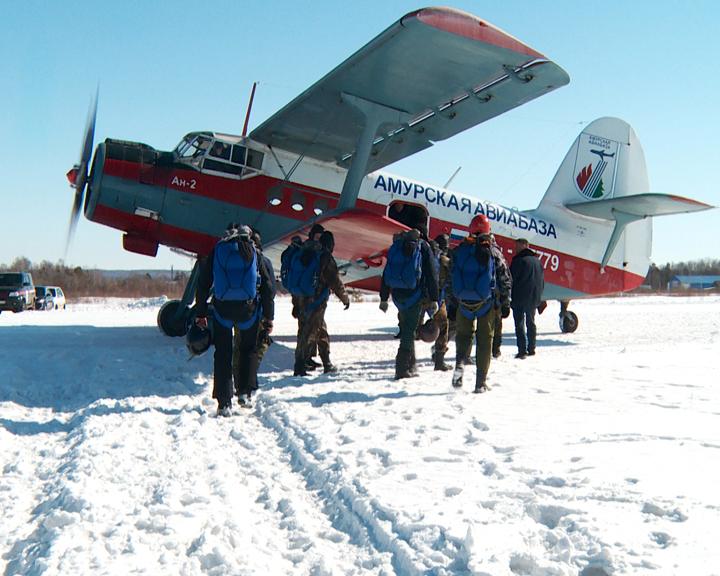 Пожарные-парашютисты области проходят традиционный тренировочный курс