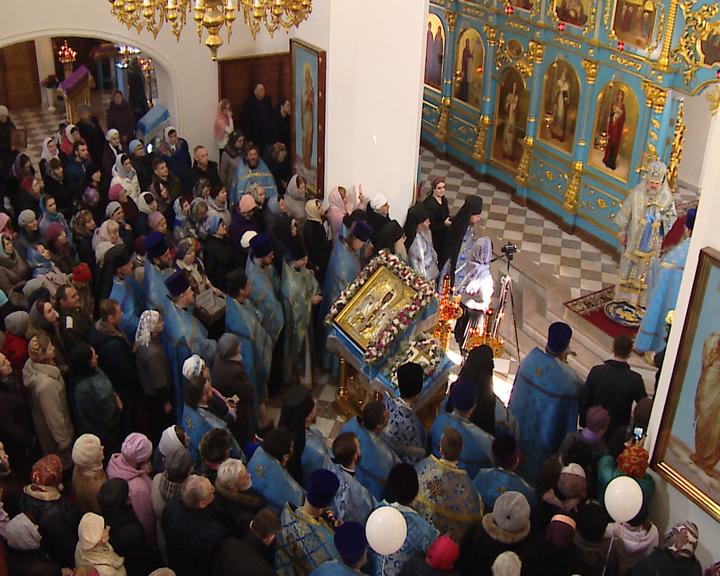 Амурские верующие помолились перед Албазинской иконой Божьей Матери