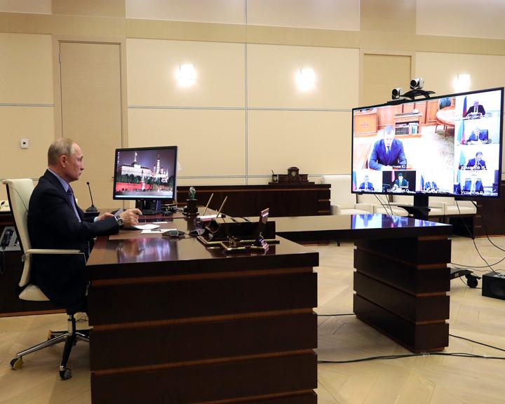 Владимир Путин дал новые поручения полпредам по борьбе с коронавирусом
