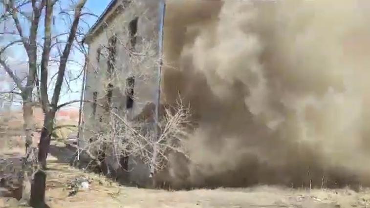 Двухэтажный дом обрушился в Хабаровске