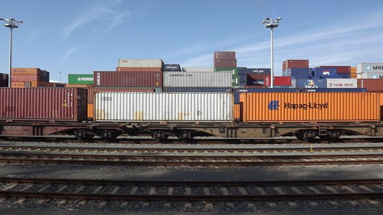 Перевозить товары на железнодорожном транспорте стали реже