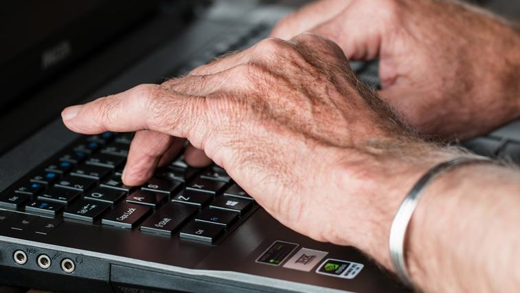 Работодатели должны подать в ФСС  данные о сотрудниках старше 65 лет