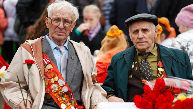 Амурским ветеранам 9 мая споют песню «День Победы»