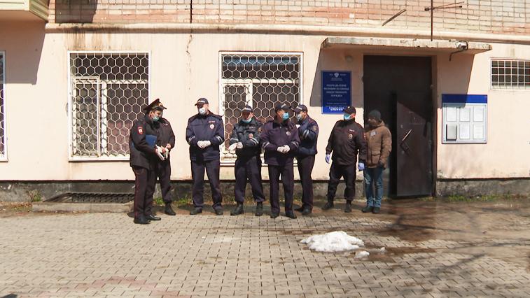В целях безопасности: Амурские правоохранители проверяют соблюдение масочного режима