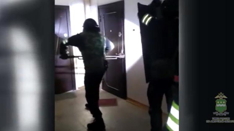 Во время обыска у стрелявшего в охранника супермаркета нашли 5 видов оружия и патроны