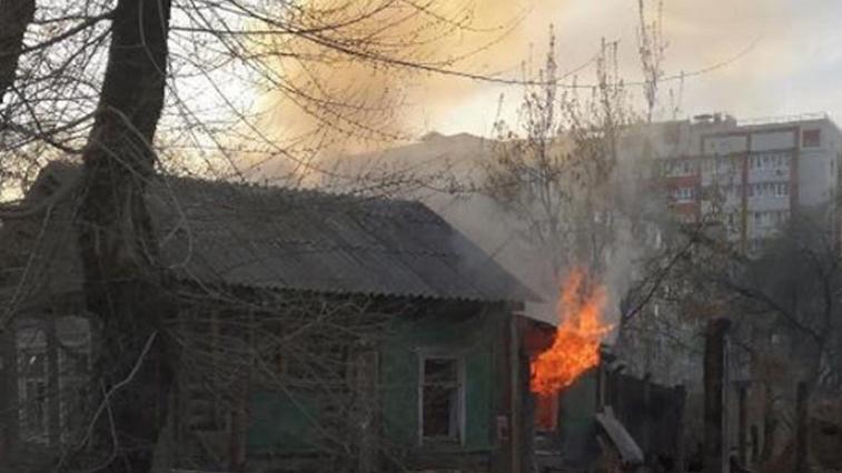 В Благовещенске сегодня вечером горел нежилой дом по ул. Октябрьской