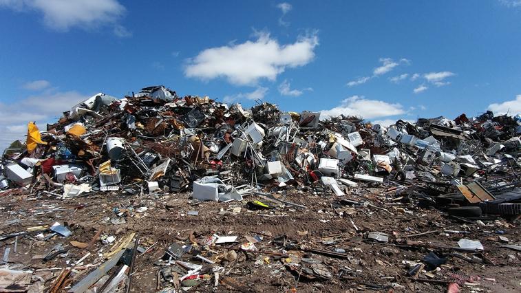 Из-за ограничений на мосту через Зею твердые отходы вывозят на временные полигоны