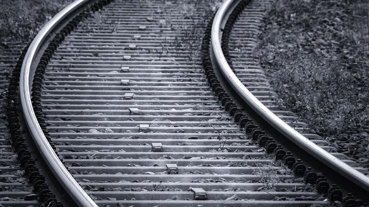 На железнодорожном перегоне Белогорск-Возжаевка мужчина попал под поезд