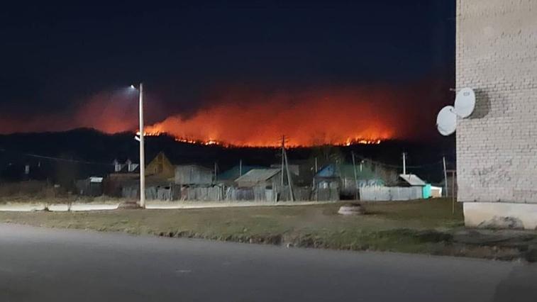 В посёлке Ерофей Павлович уже третьи сутки горит сопка