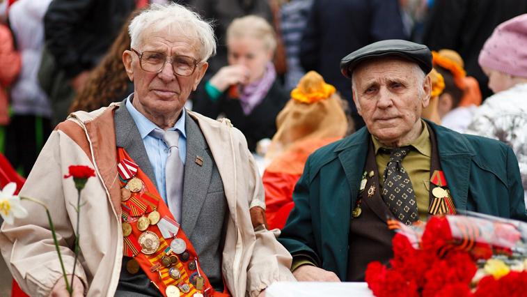 16 амурских долгожителей поздравит Владимир Путин