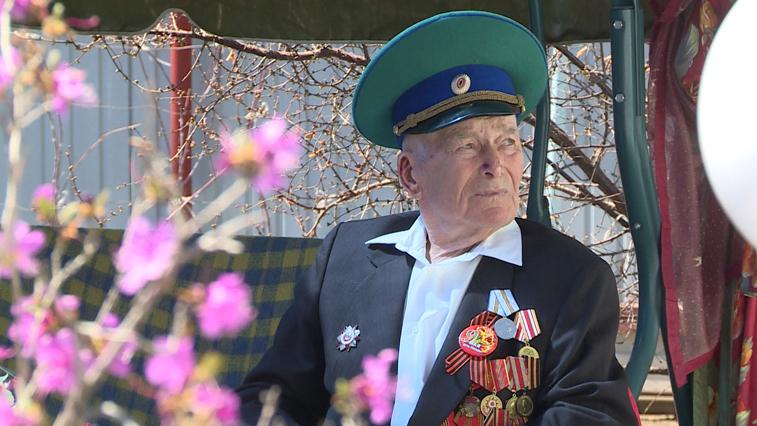 Последнего амурского фронтовика-пограничника поздравили с Днем Победы