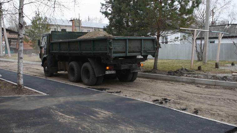 Комфортная городская среда: В Райчихинске начали благоустраивать дворы