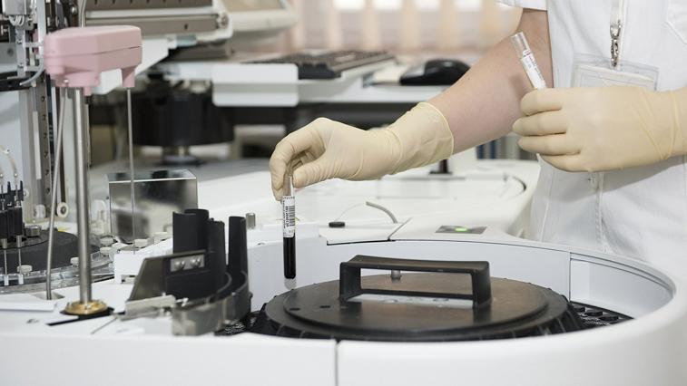 Амурским медикам, работающим с Covid-19, пересчитают заработную плату