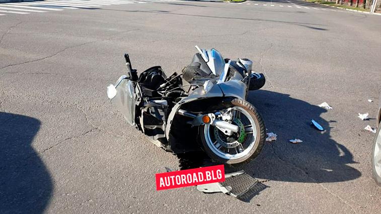 В центре Благовещенска сегодня произошло ДТП с участием мотоцикла