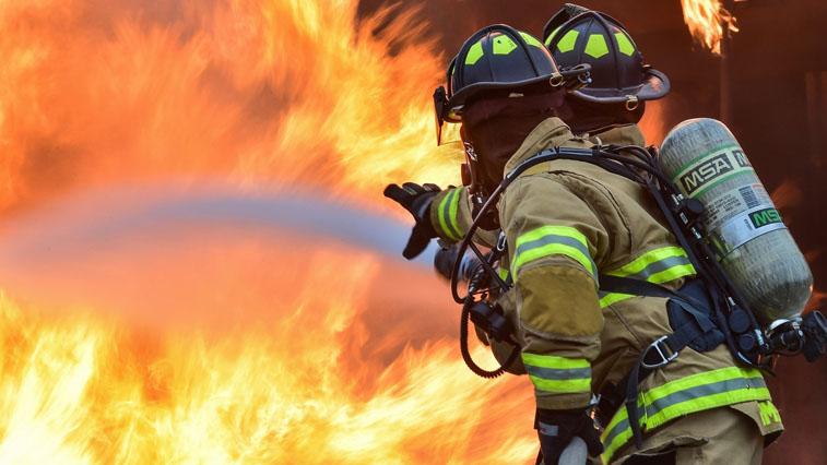 Благовещенские пожарные вывели из огня 5 человек