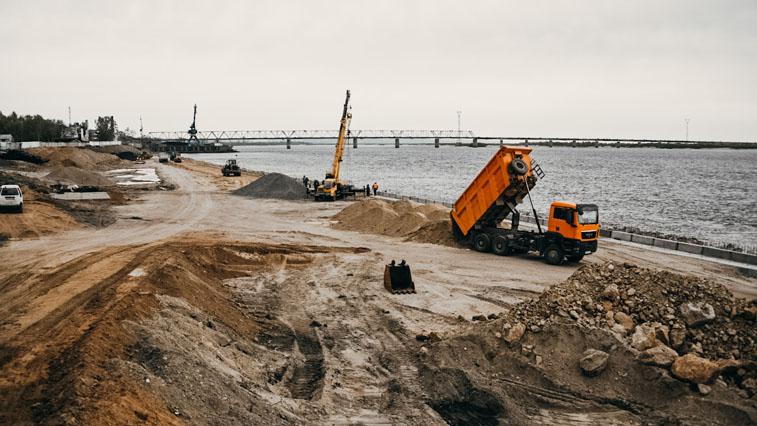 Губернатор области проверил, как проводится реконструкция берега реки Зея