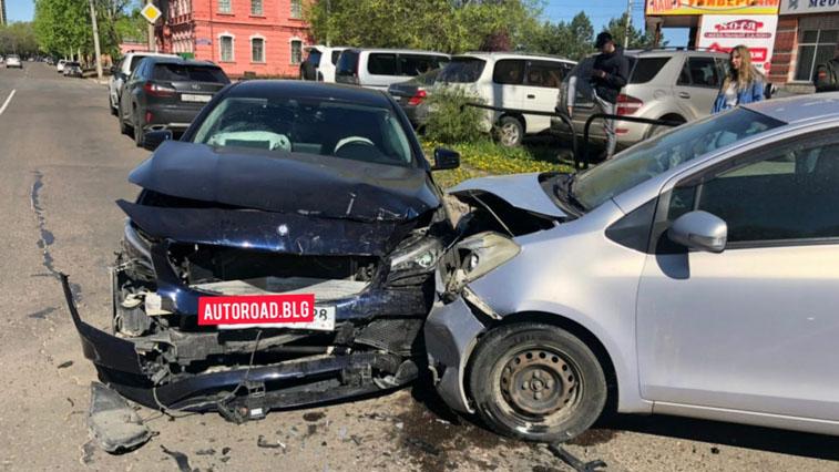 Массовое ДТП в Благовещенске: столкнулись 4 автомобиля