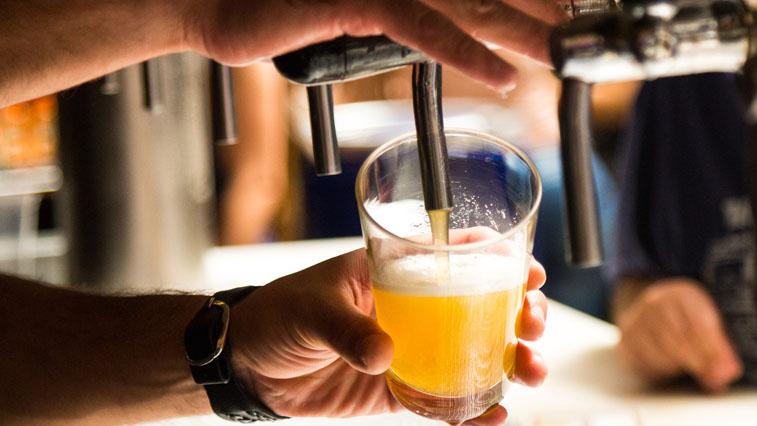 В области сократят число баров, торгующих в многоквартирных жилых домах