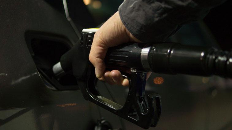 Благовещенские водители стали все чаще уезжать с заправочным пистолетом в бензобаке
