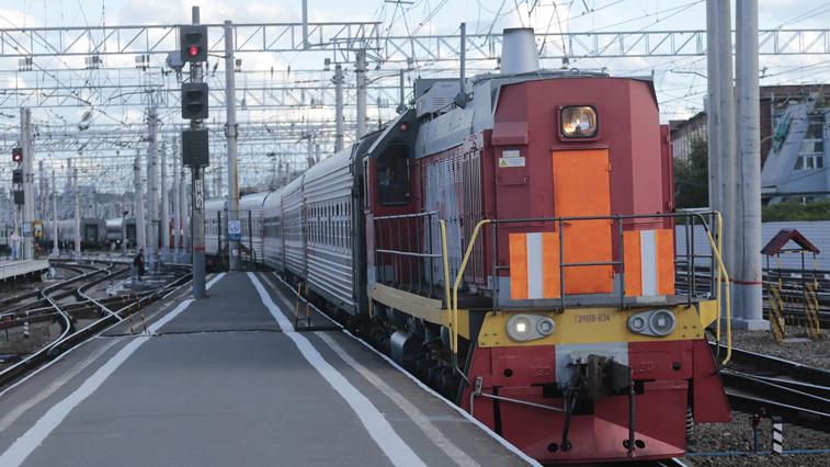 ДВЖД: Количество пассажиров в поездах дальнего следования резко снизилось