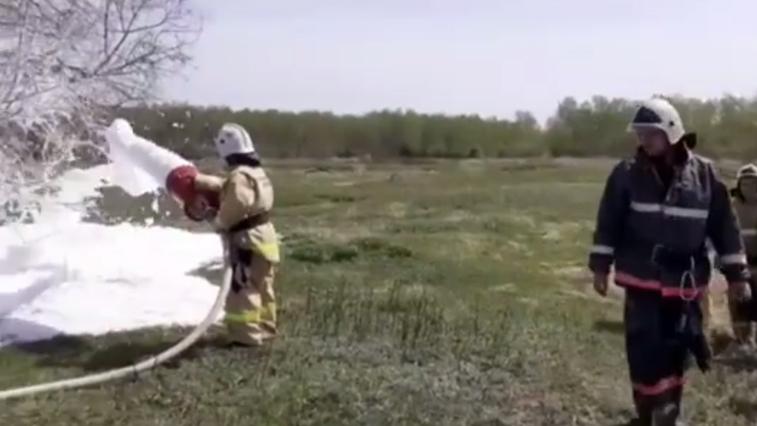 Пены много не бывает: в пожарной части Новокиевского Увала провели тактические занятия для новичков