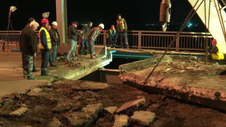 Починить мост через р. Зея за одну ночь не получилось. Движение перекроют снова
