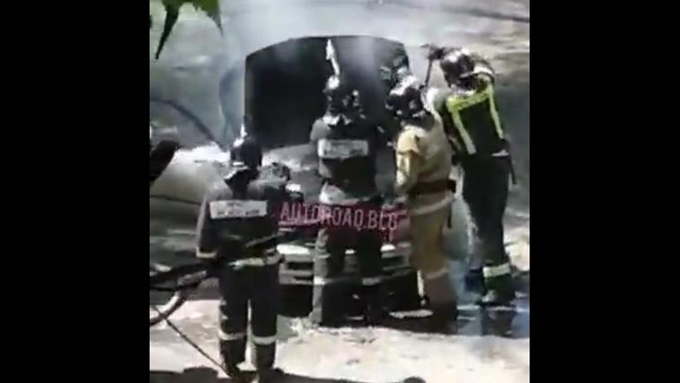 В одном из дворов Благовещенска сегодня сгорел автомобиль