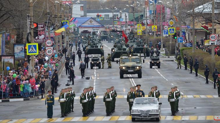 У военных, которые будут задействованы в Параде Победы в Белогорске, каждый день измеряют температуру