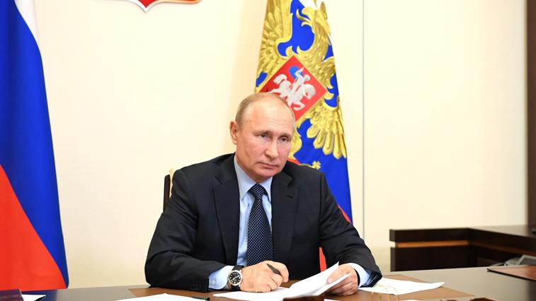 В.Путин: выплаты за особые условия труда в период пандемии освобождаются от НДФЛ
