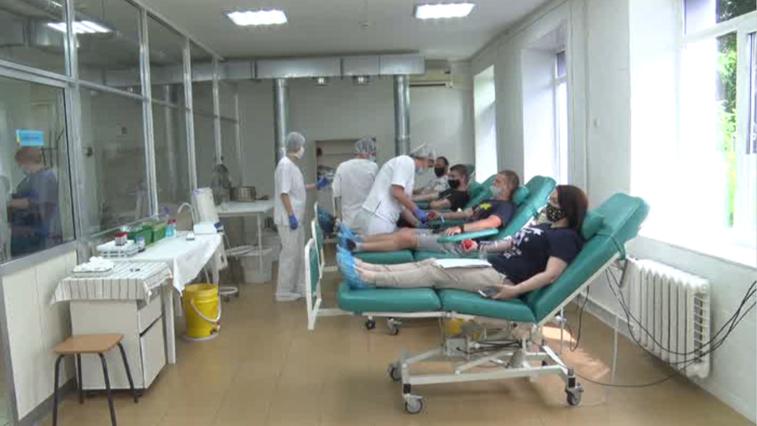 Оставайся донором: десятки волонтеров участвуют во втором этапе марафона сдачи крови