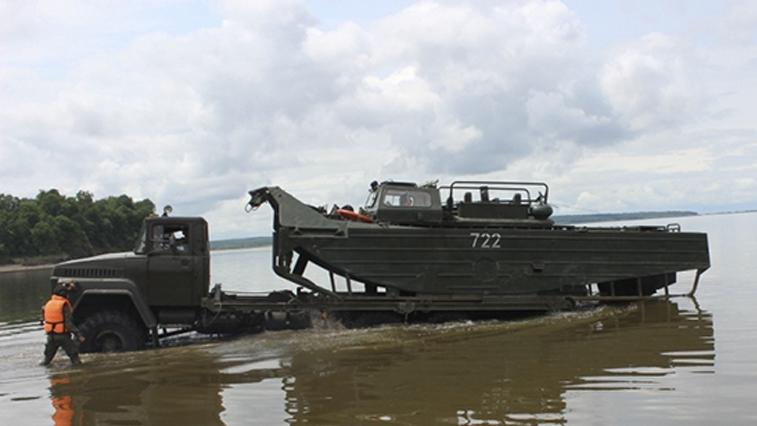 Амурские военные отработали сценарии помощи населению в условиях паводка