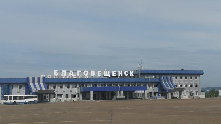 Самолет-лаборатория проводит проверку навигационного оборудования аэропорта Благовещенска