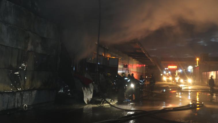 Крупный пожар в магазине минувшей ночью тушили благовещенские огнеборцы
