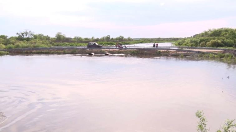 В регулярных дождевых потопах жители села Ерковцы винят временный мост через реку