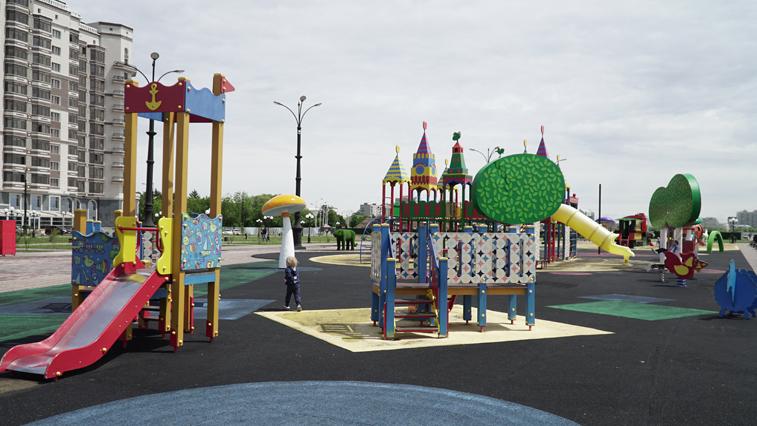 Более сотни детских площадок во дворах Благовещенска благоустроят этим летом