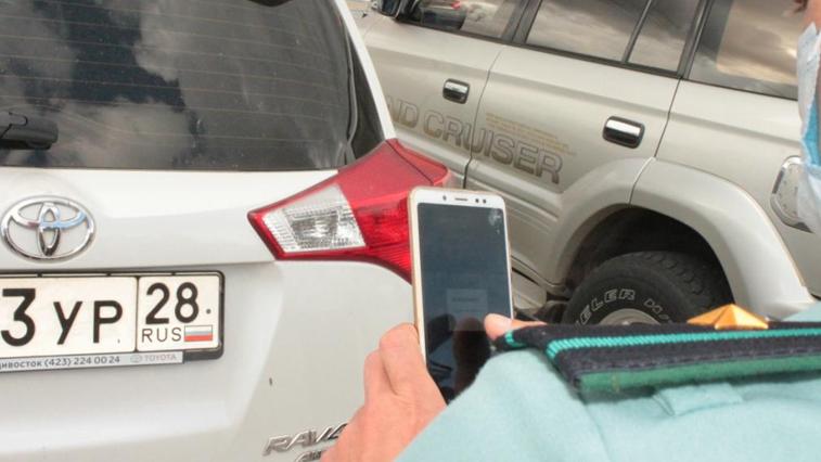 Благовещенские судебные приставы ищут должников на парковках