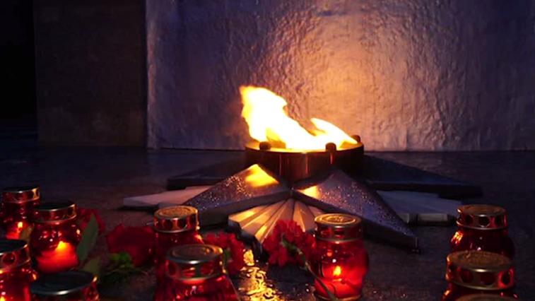 В годовщину начала Великой Отечественной войны в Благовещенске возложили цветы к мемориалу и совершили заплыв
