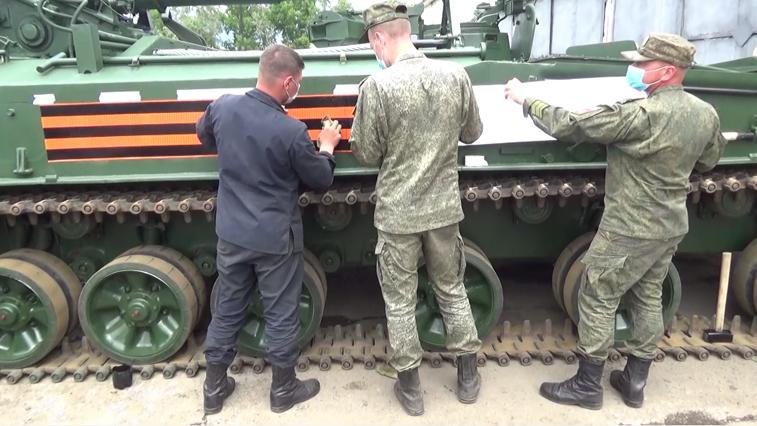 К параду готовы: в Белогорске боевые машины начищены до лоска