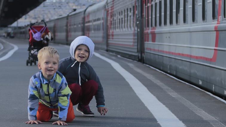 Многодетные семьи летом смогут путешествовать по России в купейных вагонах со скидкой 20%