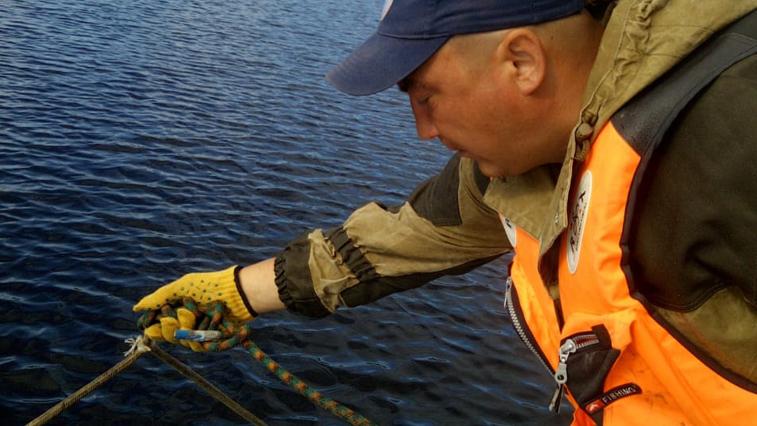 Спасатели ищут двоих мужчин, которых унесло течением во время переправки через р. Уркан