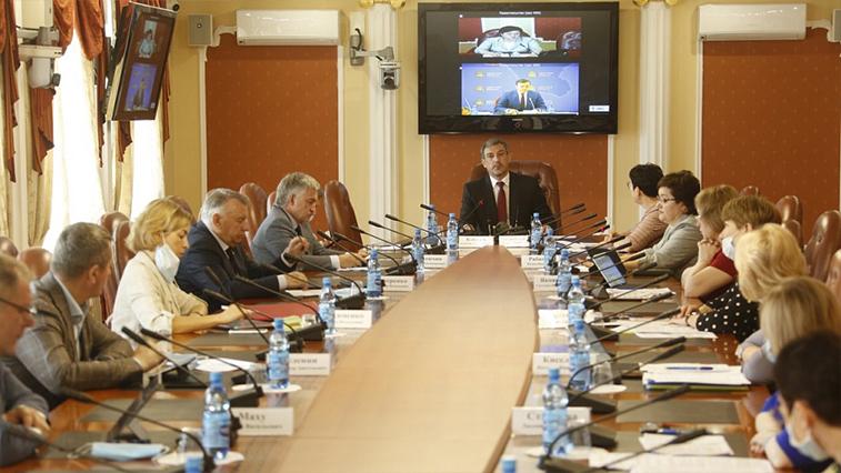 Пандемия пока некритично повлияла на бюджет: губернатор отчитался перед депутатами