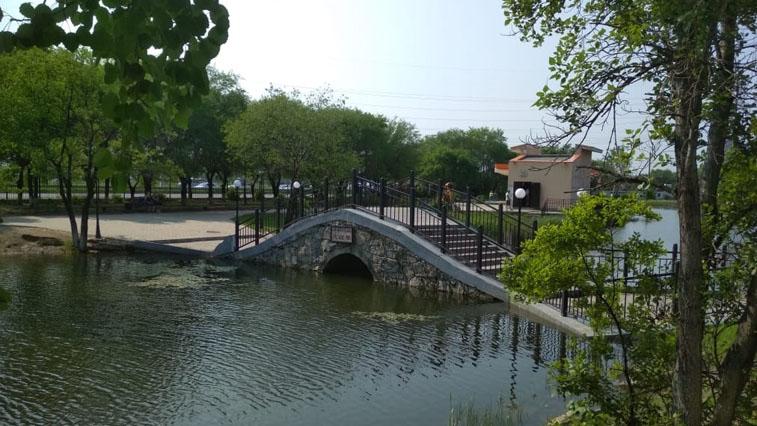 Мост в парке Дружбы украсит особая подсветка