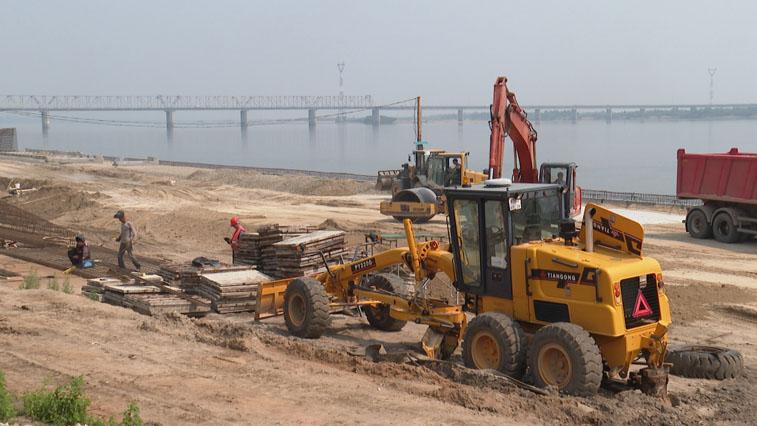 Затяжные дожди сдвинули график берегоукрепления реки Зея на месяц