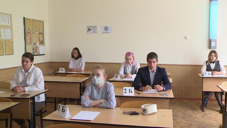 Обязательный и самый массовый: Амурские выпускники сегодня сдавали ЕГЭ по русскому языку