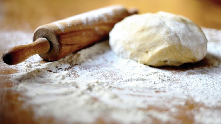 Ручная лепка: в тренировочной квартире центра «Доброта» молодых инвалидов учили готовить вареники