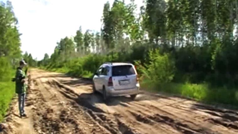 Ни проехать ни пройти! Лесовозы разбили дорогу между селами Ульма и Угловое