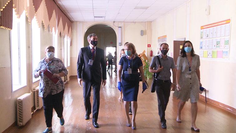 Губернатор области проверил организацию проведения ЕГЭ в родной школе