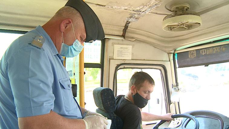 В Благовещенске проверили, соблюдают ли водители общественного транспорта масочный режим